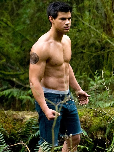 taylor-lautner shirtless in The twilight new moon hollygossip