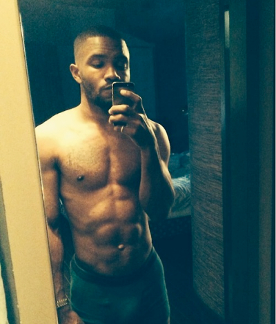 frank-ocean-shirtless-selfie-instagram-400x470